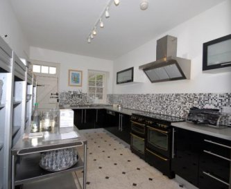 Large Kitchen suitable for catering