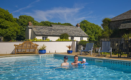 Large group of cottages for family holidays close to - Hotels with swimming pools cornwall ...